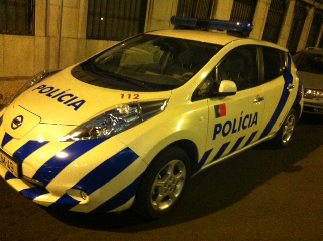 1544730931_leafpolice.jpg.ecb3dc1c04b44bb5b2bdca7b39e991c3.jpg