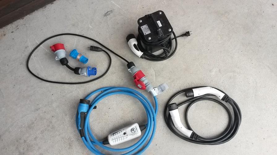 Cables.jpg.83019e1039b411825b6906db66e09988.jpg