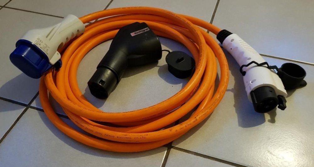 963087190_cableetadaptateur.thumb.jpg.1a8f19cf4276cf5905ea3f4624a16102.jpg