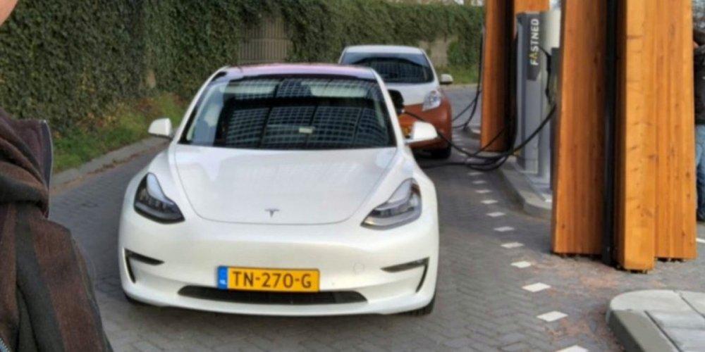 Tesla-Model-3-CCS-charging-e1545156273704.jpg
