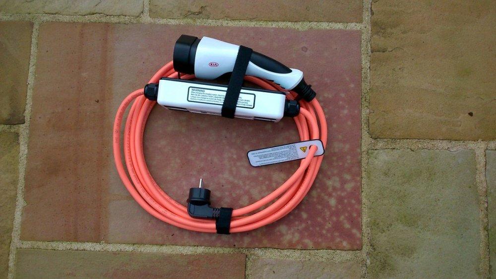 Cable-Recharge-Occasionnelle.thumb.jpg.50f3e15f396552e781e6a43c151895f4.jpg