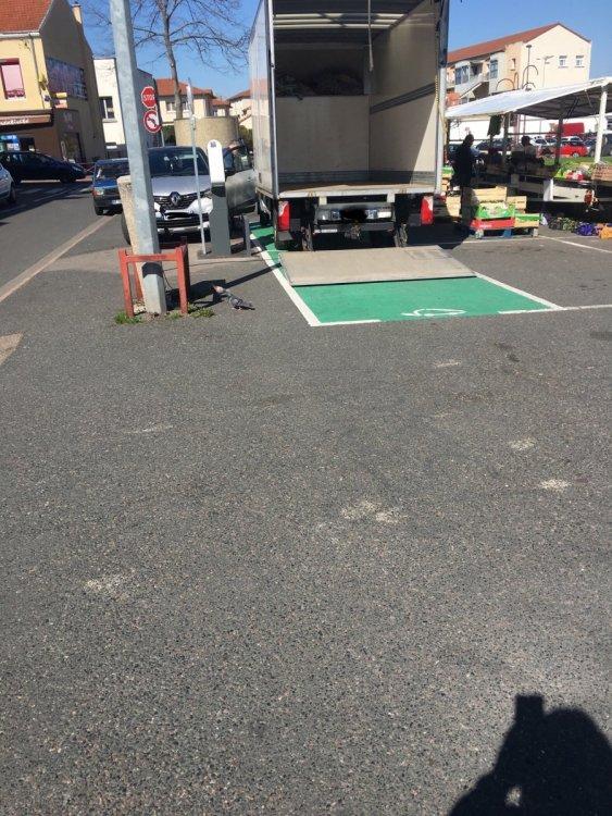 Un automobiliste sur une place de recharge II 67CDC7C7-E447-48AF-AFC1-85F95BCD7CA6.thumb.jpeg.e3c6e54bb47efe538d404ebae443d13e