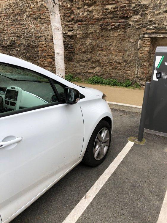 Un automobiliste sur une place de recharge II IMG_9317.thumb.jpeg.8d81e14f6ee2944eeddf9a9b871ee98b