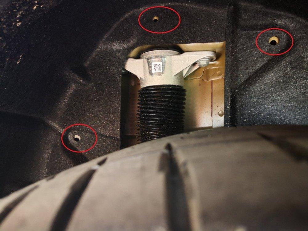 Tesla clips manquants  passage de roue.jpg