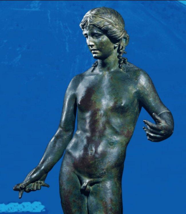 Apollon citharède Louvre.jpg