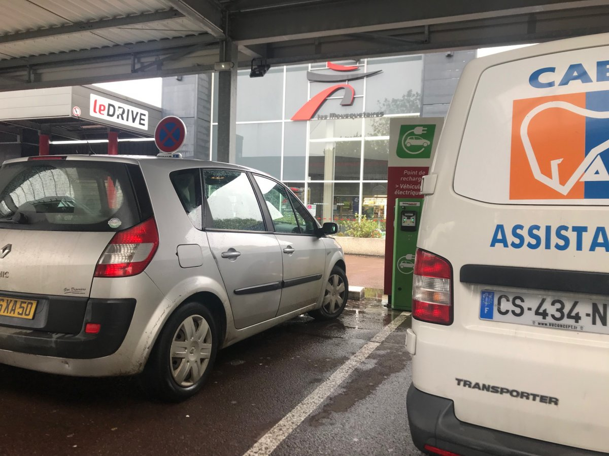 Un automobiliste sur une place de recharge II - Page 9 IMG_0294.jpg.d808a408de5ed04d5a30f0b8fc44f605