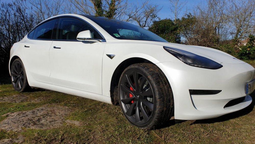 Tesla Model 3 Performance.jpg