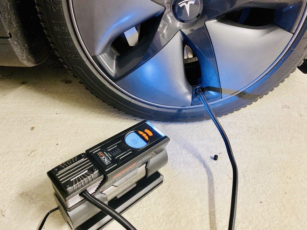 Gonfleur-pneu-Tesla-Model-3.jpg