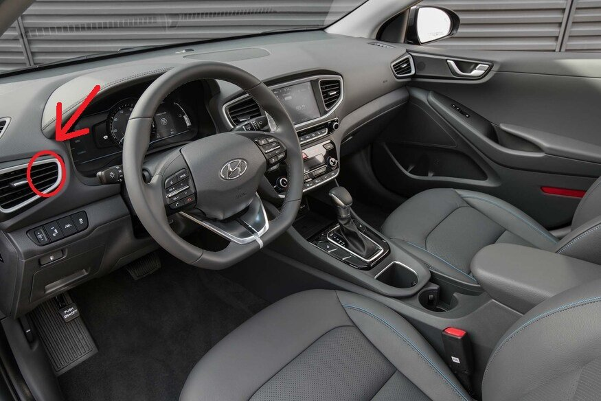 2017-Hyundai-Ioniq-Hybrid-interior-02.jpg